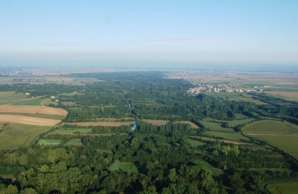 Vue aérienne sur le Marais Poitevin entre La Porte de l'Ile et Souil