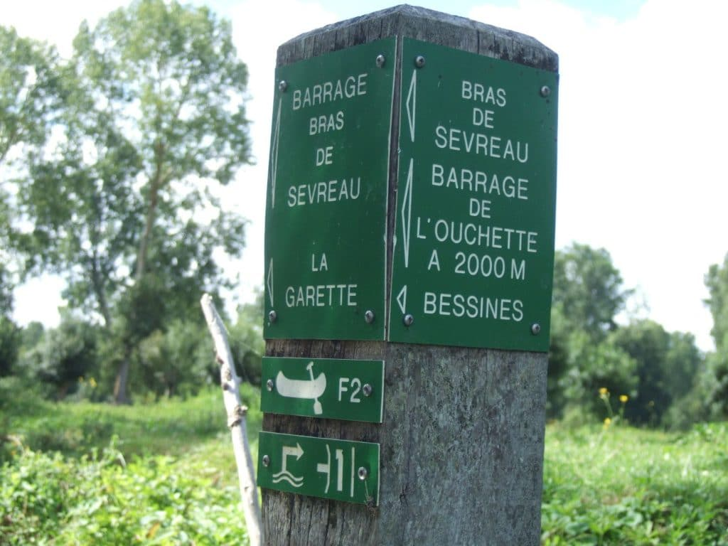 Pancarte-près-du-Barrage-de-la-Guignaudière-compressor